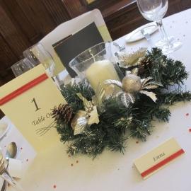 birmingham-chair-cover-hire-Christmas table dec wreath